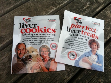 love-em-pet-treats-product-review-packets